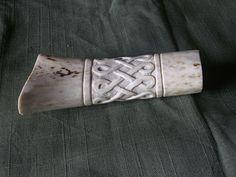 Handle by UEdkaFShopie on DeviantArt Diy Knife, Viking Sword, Bone Crafts, Nordic Tattoo, Carving Designs, Knife Handles, Bone Carving, Lame, Gravure