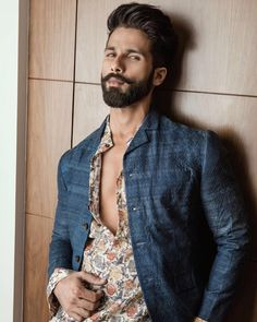 Best Photography Poses For Men Shadows 29 Ideas Photography Poses For Men, Fashion Photography, Motorcycle Photography, Portrait Photography, Food Photography, Prince, Shahid Kapoor, Mens Fashion Suits, Man Fashion