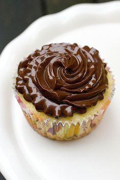 A cupcake using my fav Lindt Dark Chocolate Truffles! Lindt Chocolate Truffles, Death By Chocolate, Unsweetened Chocolate, Pumpkin Loaf, Love Food, Cake Recipes, Sweet Tooth, Sweet Treats, Bon Appetit