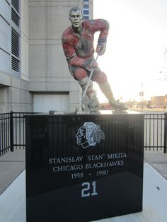Home of the Blackhawks, winner of the 2013 Stanley Cup! Hockey Baby, Field Hockey, Blackhawks Hockey, Chicago Blackhawks, Mlb Teams, Hockey Teams, Chicago Nfl, Stars Hockey, Ice Hockey Players