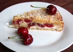 Sypaný čerešňovo - tvarohový koláčik