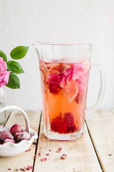 Eau aromatisée à la rose, citron et fraises - 15 recettes d'eaux…