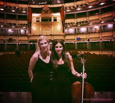 Laura y Silvia en el escenario del Teatro Real,Concierto Año Dual España-Japón