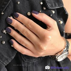 19 Fabulous Nail Colors You Must Own This Winter T Anja Glaubitz Dark Nails, Red Nails, Hair And Nails, Dip Nail Colors, Sns Nails Colors, Winter Nails, Summer Nails, Nail Colors For Winter, Cute Nails