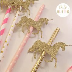Unicorn Party: more than 30 beautiful ideas - Inspire your Party ® Unicorn Themed Birthday, Girl Birthday, Unicornio Birthday, Birthday Party Decorations, Party Themes, Carousel Party, Unicorn Baby Shower, Unicorn Crafts, Festa Party