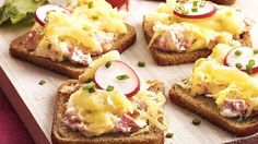 Slow Cooker Hot Reuben Spread recipe from Betty Crocker Irish Appetizers, St Patrick's Day Appetizers, Easy To Make Appetizers, Appetizer Dips, Appetizer Recipes, Sandwich Appetizers, Sandwiches, Cheese Appetizers, Potluck Recipes
