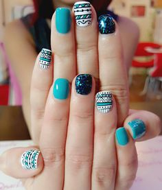 Shing Yee's choice of vibrant blue tribal 😎 Funky Nails, Trendy Nails, Indian Nails, Coco Nails, Bright Nail Art, Toe Nail Color, Baby Nails, Tribal Nails, Nail Patterns