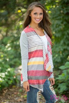 This wonderfully comfortable cardigan is simply perfect for pairing with all of your favorite outfits!