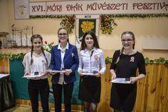 Hrubos Zsolt Fesztiválos örömök A kép március 14-én a Wekerle Sándor Szabadidőközpontban készült a XVI. Móri Diákművészeti Fesztivál Gálaműsor végén. Újdonság volt ebben az évben, hogy a Városi Közművelődési Közalapítvány diákokat is megjutalmazott. A négy díjazott elismerő oklevelet és a fesztivál emblémájával ellátott ezüst kitűzőt kapott. Több kép Zsolttól: www.facebook.com/zsolt.hrubos és www.hrubosfoto.hu Jackets, Dresses, Fashion, Down Jackets, Vestidos, Moda, Fashion Styles, Dress, Fashion Illustrations