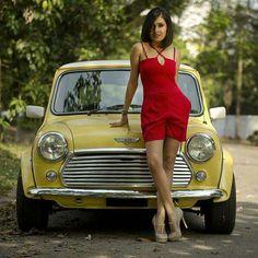 Amazing cars and women Mini Cooper S, Mini Cooper Classic, Classic Mini, Classic Cars, Fiat 500, Mini Morris, Minis, Bus Girl, Chevy