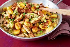 Gnocchipskin with cutlet recipe Source by thorstenleissne Related posts: Gnocchi pan with schnitzel strips Gnocchi chicken and carrot pan. Made fast and so delicious! Within 2 … Gnocchi and zucchini pan with feta cracker dip Paprika chicken Gnocchi pan Gnocchi Recipes, Pasta Recipes, Beef Recipes, Vegetarian Recipes, Chicken Recipes, Cooking Recipes, Healthy Recipes, Shrimp Recipes, Ravioli Recipe