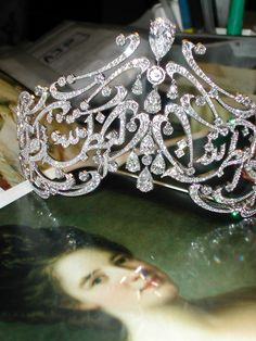 Close-up of the Arabic Scroll tiara