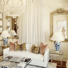 I'm simply loving the girly glamour that is exuding from this room. I'd love to decorate an office or dressing room for myself like this....