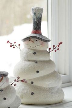 A Snowman is the most important thing to decorate during Christmas. Checkout our latest collection of 21 Awesome Snowman Christmas Decoration Ideas. Snowman Christmas Decorations, Snowman Crafts, Christmas Snowman, Christmas Projects, Winter Christmas, All Things Christmas, Handmade Christmas, Holiday Crafts, Christmas Holidays
