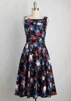 Call the patent office! The way you spin in this black midi must have its own special registration! True to your beautiful personal branding, this cottony frock's jewel-toned floral print and swingy circle skirt will become your signature look in no time at all.