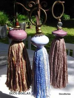 Decoracion Con Borlas Diy Tassel, Tassel Jewelry, Diy Craft Projects, Diy And Crafts, Arts And Crafts, Tassel Curtains, How To Make Tassels, Wall Accessories, Christmas Deco