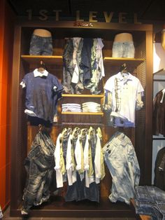 Salsa Gift Shop Displays, Clothing Store Displays, Clothing Store Design, Denim Display, Boutique Decor, Retail Store Design, Shop Interiors, Work Inspiration, Store Fronts