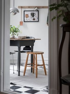 Find beauty in the every day, the little collected things that have a story Interior Styling, Interior Design, Traditional Interior, Kitchen Interior, Room Interior, Beautiful Interiors, Interior Inspiration, Room Decor, House
