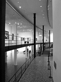 Houston Museum of Fine Arts - Mies van der Rohe Houston Museum, Ludwig Mies Van Der Rohe, Museum Of Fine Arts, Bauhaus, Travel Usa, Monochrome, Architecture, Commercial, Texas