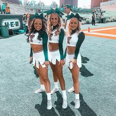 Cheerleading Photos, High School Cheerleading, Cheerleading Cheers, Cheerleading Uniforms, Cheer Stunts, Cheer Picture Poses, Cheer Poses, Picture Ideas, Photo Ideas