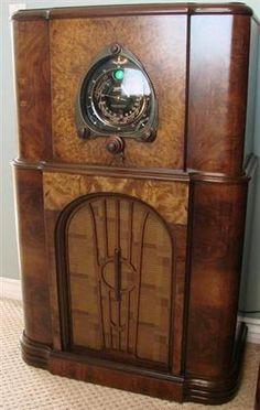Art Deco Decor, Art Deco Era, Art Deco Kitchen, Retro Radios, Vintage Appliances, Old Time Radio, Vintage Wood, Jukebox, Ohms Law