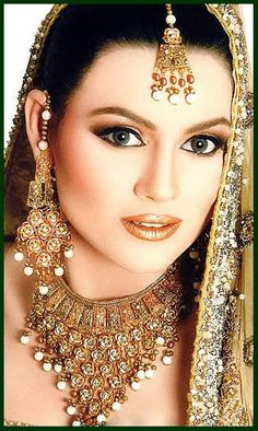 A Jewel Wedding Wear Bells Bridal Makeup Looks Eye