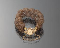 Armband van gevlochten haar en gouden slot, Noord-Holland