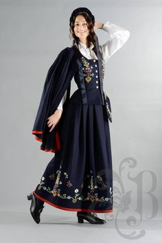 Lofotbunad Lofoten, Folk Costume, Traditional Outfits, Norway, American Girl, Iceland, Sweden, Clothes, Boards
