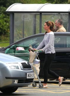 Kate Middleton's to do list: 1. Marry Prince 2. Give Birth to Future King 3. Wear horizontal stripes the next day and look amazing 4. Reduce waste with reusable grocery bags