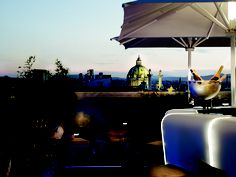 Vienna Ritz Carlton - Atmostphere Rooftop Bar and Lounge offers spectacular city views Bar Lounge, Rooftop Lounge, Rooftop Bar, Cafe Restaurant, Hotels And Resorts, Best Hotels, Luxury Hotels, Boutiques, Vienna State Opera