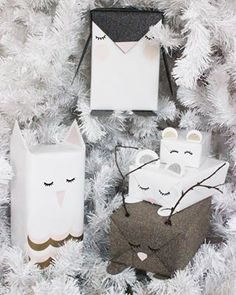 I hope you still have some gifts to wrap because I have just stumbled across two of the most adorable gift wrapping ideas . Creative Gift Wrapping, Present Wrapping, Wrapping Ideas, Creative Gifts, Gifts For Pet Lovers, Pet Gifts, Craft Gifts, Christmas Gift Wrapping, Diy Christmas Gifts