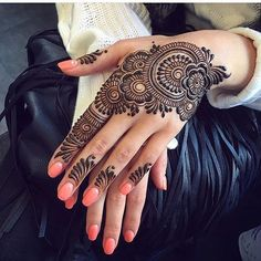 You've got an ocean of henna designs before you, and you can grab your most favorite one. Though it is a small body part, a henna on it looks simple yet elegant. Among all wrist tattoos, henna flower are believed to be the most well-known ones. Henna Flower Designs, Henna Art Designs, Stylish Mehndi Designs, Bridal Henna Designs, Mehndi Design Pictures, Best Mehndi Designs, Arabic Mehndi Designs, Beautiful Mehndi Design, Mehndi Designs For Hands