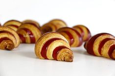 Croissants Bicolores de mantequilla - Bavette Croissants, Churros, Butter, Dessert, Wrap, Place Card Holders, Chefs, Productivity, Products
