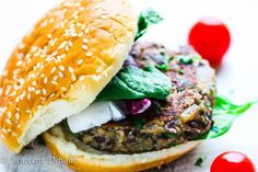 This Mushroom Black Bean Veggie Burger recipe is the best veggie burger you can ever make. Healthy, easy and super delicious. The best part - it's veggie burger that sticks together! Mushroom Veggie Burger, Homemade Veggie Burgers, Best Veggie Burger, Black Bean Veggie Burger, Vegan Burgers, Burger Toppings, Burger Recipes, Veggie Recipes, Vegetarian Recipes