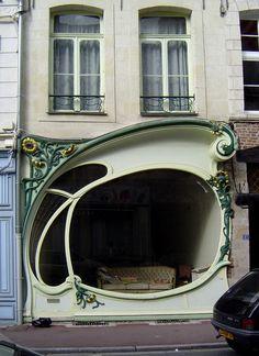 Devanture (1906) 51, rue Jean Bellegambe Douai 59500. Architecte : Albert Pèpe. ©GB