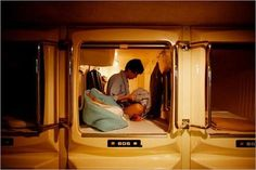 Here's a Japanese hotel that's really just a sleeping space -- a capsule. Who actually uses those cheap desks and uncomfortable chairs in Western hotel rooms, anyway? Japanese Apartment, Micro Apartment, Apartment Kitchen, Sleeping Pods, Capsule Hotel, Sustainable City, Extreme Makeover, New York City Apartment, Co Working
