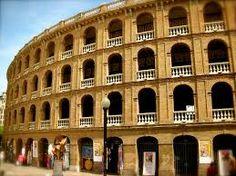 La plaza de toros de Valencia..... es una de las plazas más bellas de España, con sus 52 metros de diámetro en el ruedo  . Con estas dimensiones la hacen una de las plazas más grandes de España. Fue inaugurada el 20 de junio de 1859 según refleja la prensa de la época.