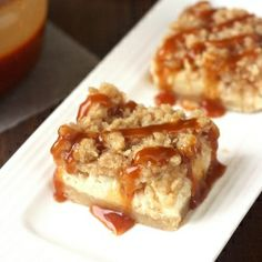Caramel Apple Cheesecake Bars with Streusel Topping: the ultimate fall desert