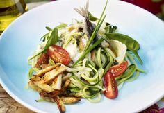 Salade de courgettes crues et herbes façon CésarDécouvrez la recette de lasalade courgettes crues et herbes façon César