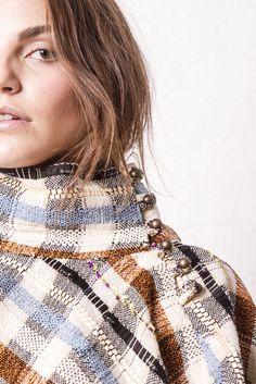 Details....www.dipinca.com #dipinca #dianapintado #diseñadora #designer #blogger #actriz #bailarina #fashionblogger #fashiondesigner #freepeople #friends #moda #bohemian #boholuxe #ibiza #ibizabohogirl #madrid #prendasunicas #ponchos #winter #clandestinos #pruebayvete