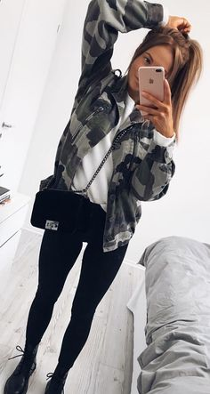 #spring #outfits black and gray camouflage zip-up jacket with black pants. Pic by @karolinlisa