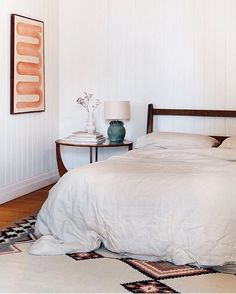 How amazing is @swsco? This talented lady not only painted the artwork in her bedroom, but she has just launched a mini shop of her one-of-a-kind ceramics. Head on over and check them out before they are all gone. Featuring our Natural Stone quilt cover #flaxlinen #frenchlinen #linen #bedding #styling #interiors #interiordesign #midcentury #airbnb #brisbane #byronbay #sydney #melbourne #australia