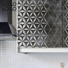 Kitchen cabinet with decorative vinyl of geometric design · #lokolokodecora #homedecoration