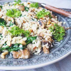 Stekt blomkålris med spinat, feta og champignon