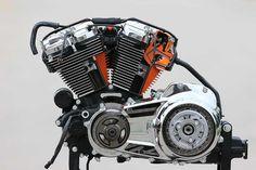 """Harley-Davidson: Neuer Motor """"Milwaukee-Eight""""  Eine Version hat einen luft-/ölgekühlten 45-Grad-V2, die zweite einen flüssigkeitsgekühlten Zylinderkopf und schließlich gibt es noch den flüssigkeitsgekühlten Top-Motor mit knapp 1,9 Litern Hubraum."""