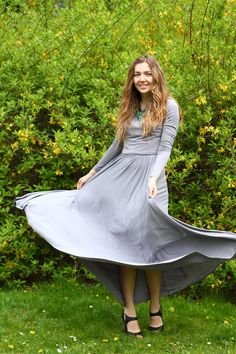 Gorgeus evening dress. grey long dress.