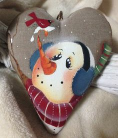 Christmas Heart by NonSoloColori on Etsy Painted Christmas Ornaments, Wooden Ornaments, Christmas Wood, Christmas Snowman, Christmas Projects, Christmas Decorations, Tole Painting Patterns, Snowman Faces, Christmas Hearts