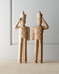 Wooden toy soldiers - reminds me of a christmas book from when I was little Woodworking Table Saw, Woodworking Shows, Woodworking Clamps, Woodworking Patterns, Teds Woodworking, Christmas Soldiers, Christmas Books, Toy Soldiers, Wood Toys