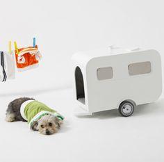Love the Retro trailer dog house!  VintageStyleLiving.com