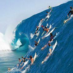 Tomarás la ola o simplemente observarás como lo hacen los demás?  #BeingMoebius #MoebiusGallery